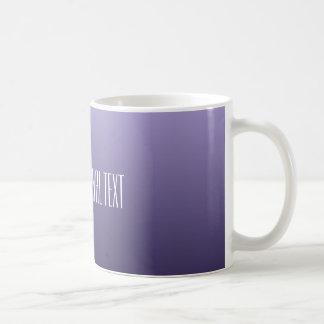 すみれ色の紫色の勾配のカスタムな文字のマグ コーヒーマグカップ
