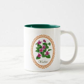 すみれ色の花のコーヒー・マグ ツートーンマグカップ