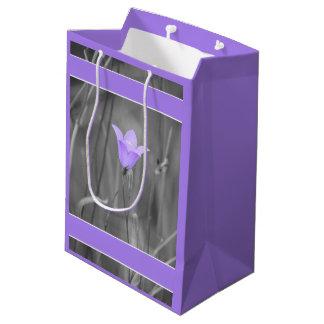 すみれ色の青いBluebell (Harebell)の野生の花 ミディアムペーパーバッグ