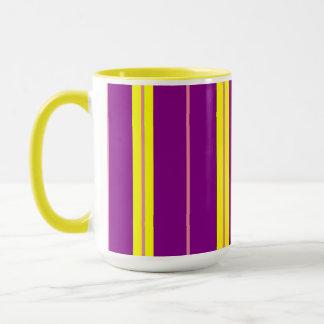 すみれ色の黄色いピンク マグカップ