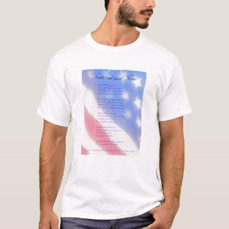 ずたずたに裂かれ、引き裂かれる Tシャツ