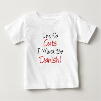 そうかわいいデンマークでなければなりません ベビーTシャツ