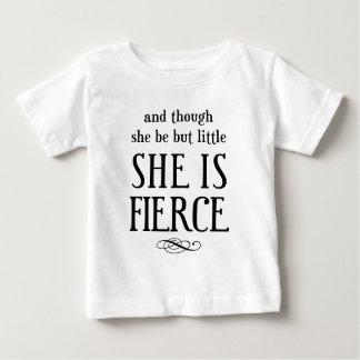 そして彼女が少しあるが、けれども、彼女は激しいです! ベビーTシャツ