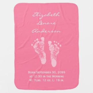 その女の子のピンクのベビーの足跡の誕生の発表 ベビー ブランケット