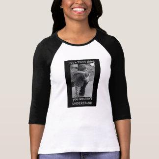 その対の事のTシャツ Tシャツ