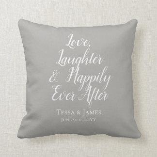 その後ずっと幸福に愛笑い声|の結婚の日付 クッション