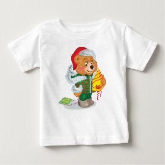 そりを持つくま ベビーTシャツ