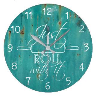 それが付いているちょうどロール-台所時計 ラージ壁時計