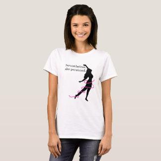 それにもかかわらず女性のピンクのリボンのワイシャツ Tシャツ