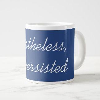 それにもかかわらず、彼女は主張しました ジャンボコーヒーマグカップ