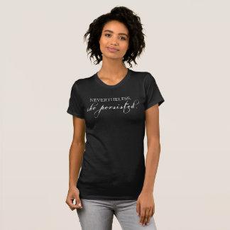 それにもかかわらず、彼女は主張しました。 [軽い版] Tシャツ
