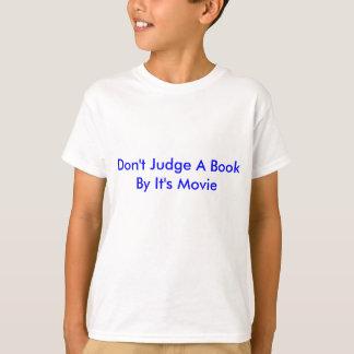 それによって本をあります映画が判断しないで下さい Tシャツ