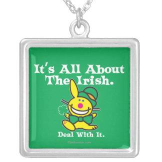 それはアイルランド語について完全にあります(緑) シルバープレートネックレス