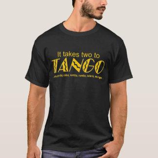 """""""それはタンゴに2つを""""の暗いワイシャツ取ります Tシャツ"""