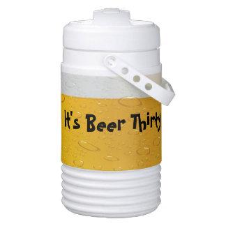 それはビール30 -おもしろいなビールによって満たされるクーラーです ドリンククーラー