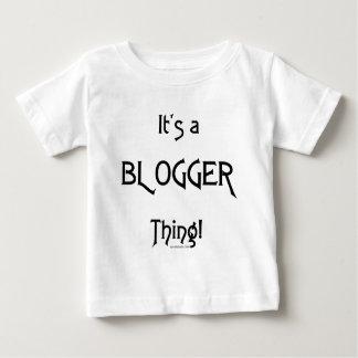 それはブロガーの事です ベビーTシャツ