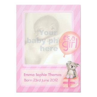 それは女の子の写真の生まれたばかりのなベビーの発表カードです 14 X 19.1 インビテーションカード