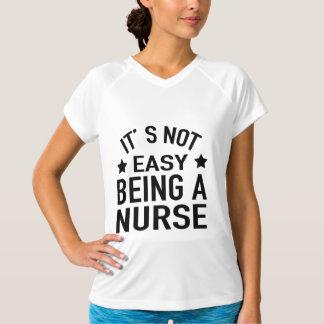 それは容易ではないナースであることではないです Tシャツ