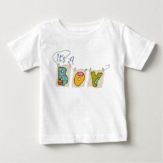 """""""それは男の子""""のキルトにされた発表のTシャツです ベビーTシャツ"""