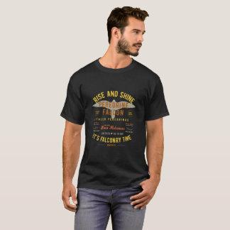 それは鷹狩の時間です! ハヤブサ Tシャツ