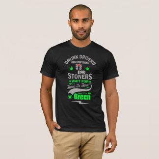 それらのための飲酒運転者の操業停止シンボルや象徴の石を投げる人の待ち時間 Tシャツ