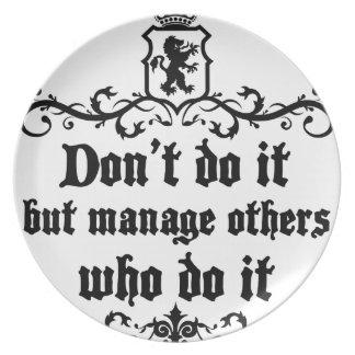 それをしないで下さいしかしそれをする他の人を管理して下さい プレート