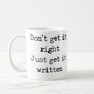 それを右に得ないで下さい。 ちょうどそれを書かれている得て下さい コーヒーマグカップ