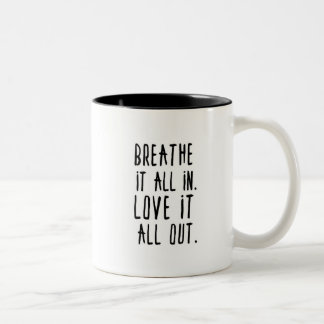 それを呼吸して下さい。 それを愛して下さい ツートーンマグカップ