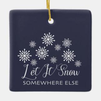 それオーナメント割り当てられるクリスマスのどこかに雪が降るため セラミックオーナメント