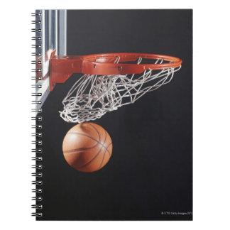 たが、クローズアップのバスケットボール ノートブック