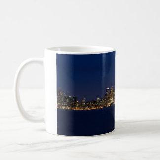 たそがれのサンフランシスコのスカイライン コーヒーマグカップ