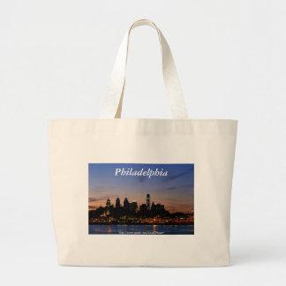 たそがれのバッグのフィラデルヒィアのスカイライン ラージトートバッグ