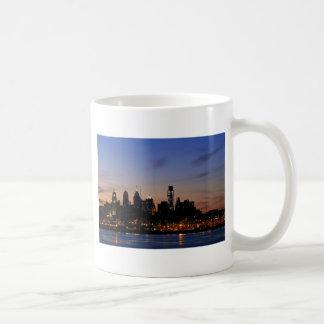 たそがれのフィラデルヒィアのスカイライン コーヒーマグカップ