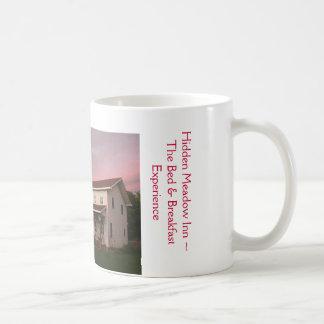 たそがれのマグの隠された草原のイン コーヒーマグカップ