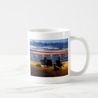 たそがれの魚釣り コーヒーマグカップ