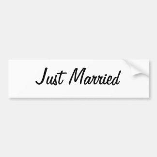たった今結婚しましたのバンパーステッカー バンパーステッカー