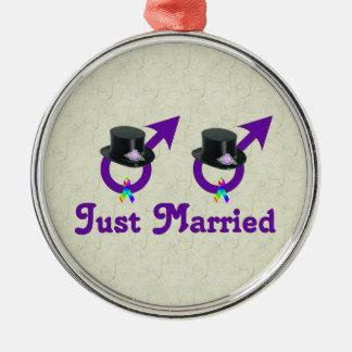 たった今結婚しましたのフォーマルで陽気な男性 メタルオーナメント