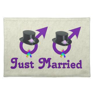 たった今結婚しましたのフォーマルで陽気な男性 ランチョンマット