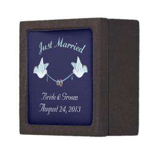 たった今結婚しましたの結婚式の鳩 ギフトボックス