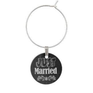 たった今結婚しましたの黒板のスタイル ワインチャーム
