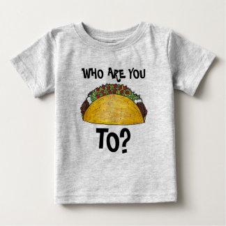 だれに話していますか。 タコスのタコスのTシャツ ベビーTシャツ
