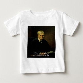 """だれを私達が""""引用文であるかベンジャーミンCardozo """" ベビーTシャツ"""