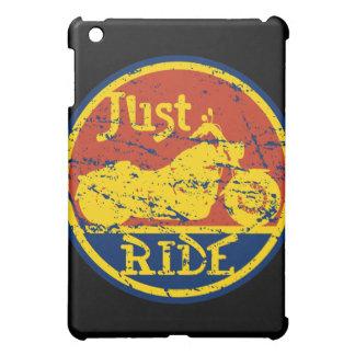 ちょうど乗車のオートバイのバイクもしくは自転車に乗る人 iPad MINI CASE
