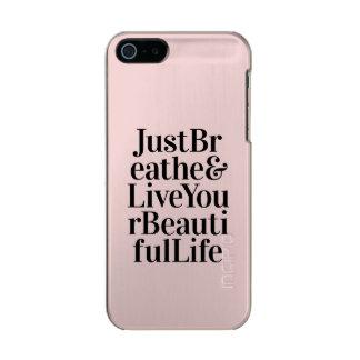 ちょうど感動的なタイポグラフィの引用文のピンクを呼吸して下さい メタリックiPhone SE/5/5sケース