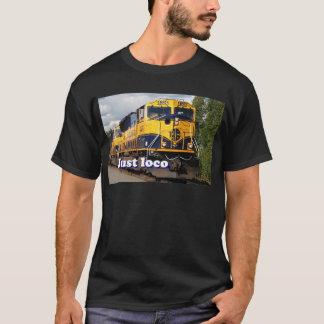 ちょうど気違い: アラスカ機関車、米国 Tシャツ