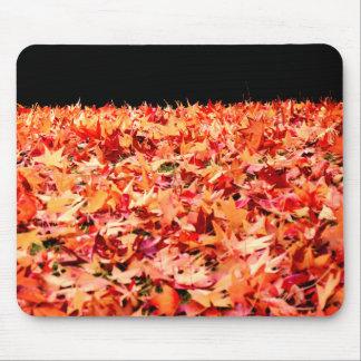 ちょうど秋-かえでの葉に間に合うように マウスパッド