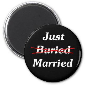 ちょうど(埋められる)結婚した マグネット