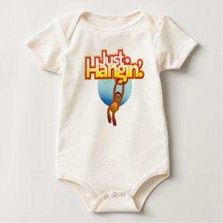ちょうどHanginのオランウータンのワイシャツ ベビーボディスーツ