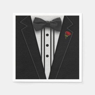ちょうネクタイが付いている黒いタキシード スタンダードカクテルナプキン
