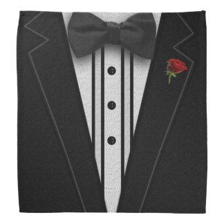 ちょうネクタイが付いている黒いタキシード バンダナ